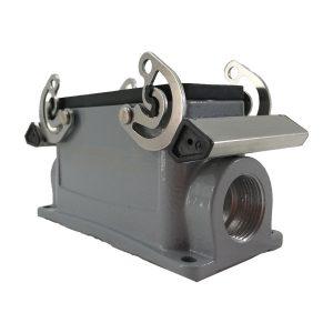 Embase en saillie pour prise 10 broches • 4 verrous • profondeur : 57mm • 1 sortie latérale M20